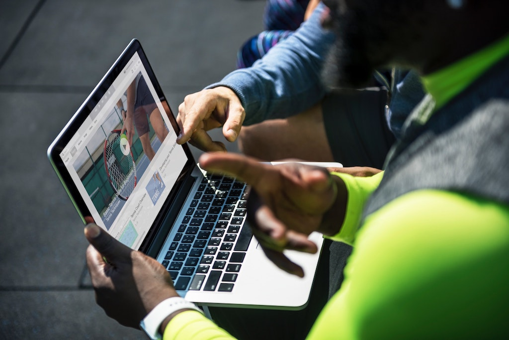 device-laptop-people-1321732.jpg